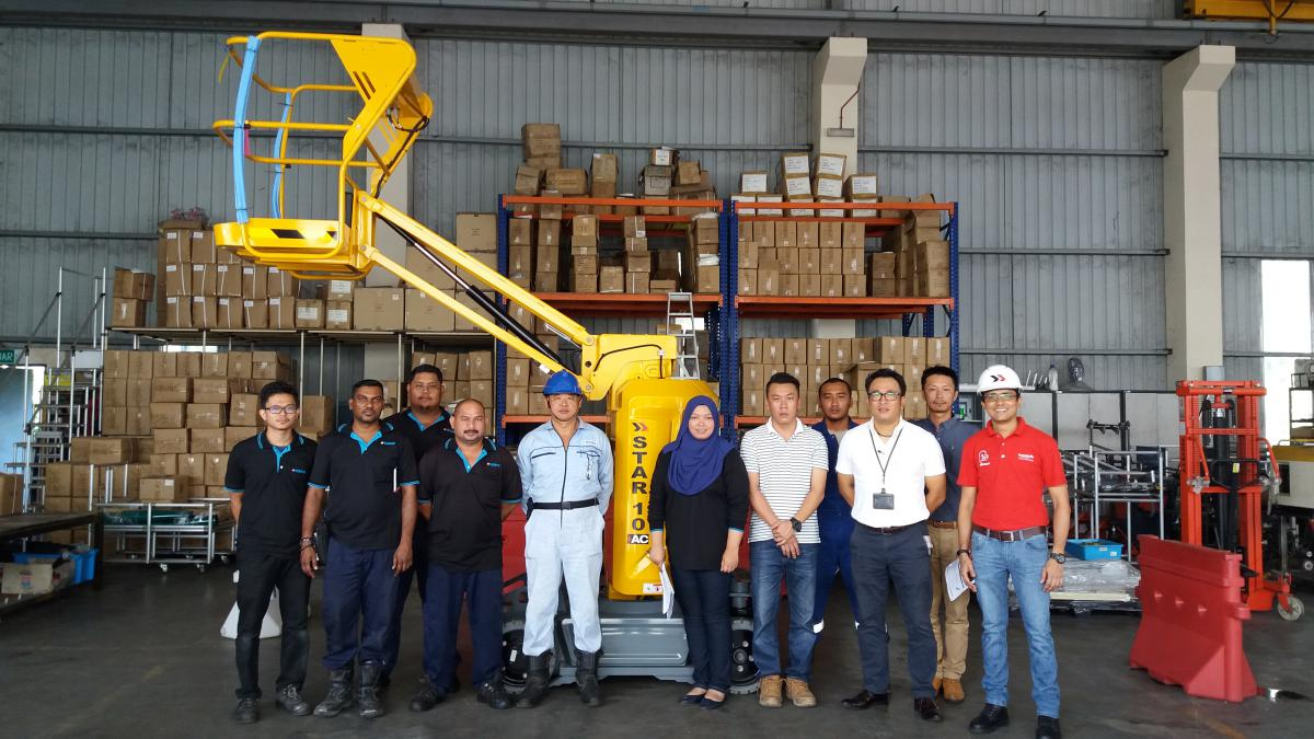 group_photo_with_nishio_malaysia_technical_staff_and_management_staff_with_star10ac.jpg