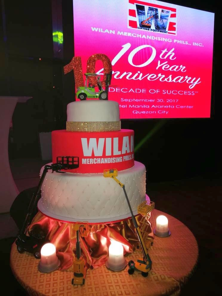 wilan_anniversary_cake_and_scale_models_1.jpg